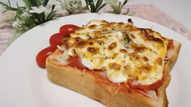 トマたまチーズのオープンサンド